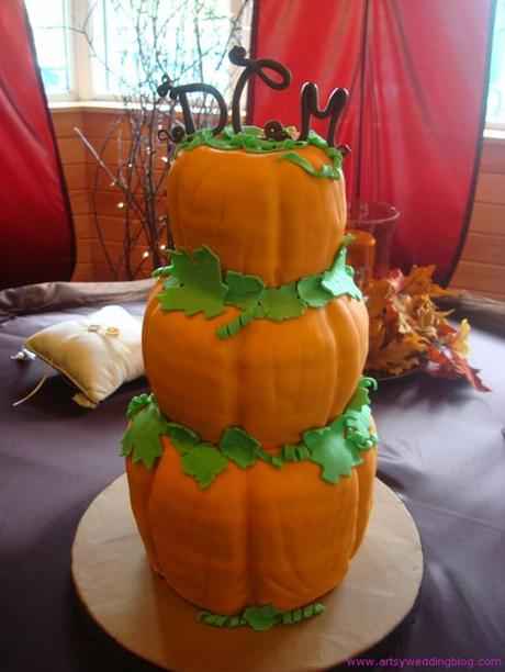 pumpkin shaped wedding cake thinking of a thanksgiving themed wedding paperblog 18839