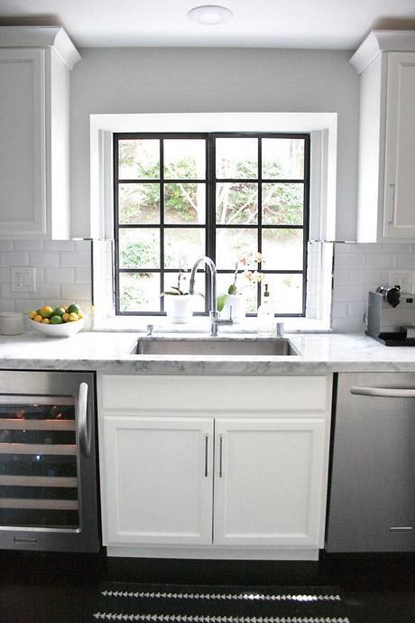 BLACK + WHITE Kitchen + Breakfast Nook
