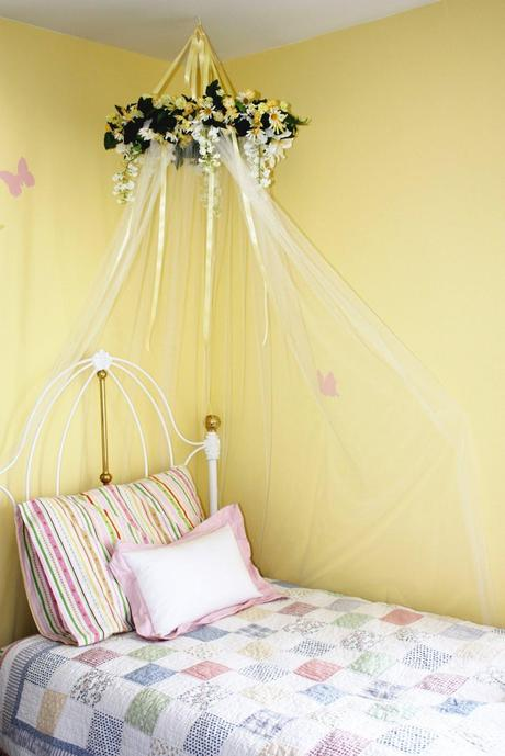 Diy bed canopy paperblog for Diy baby crib canopy