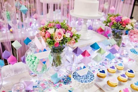 Perfectly sweet 39 s pastel geometric wedding table at a for Ideas para decorar mesa de dulces
