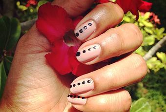 easy nail art with polka dot  paperblog