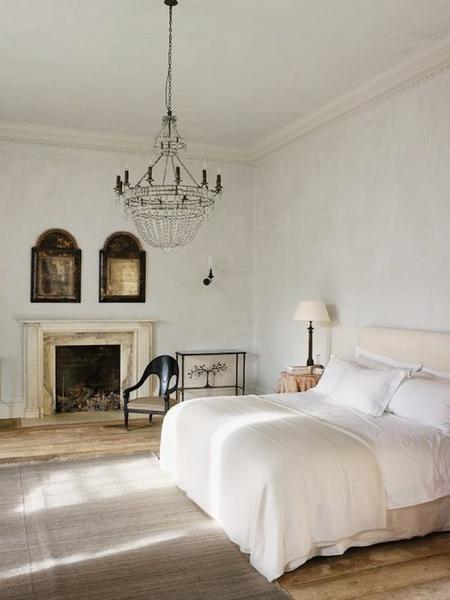 bedroom-with-chandelier