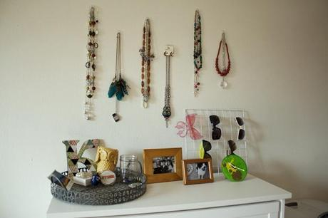 decorate with jewelry