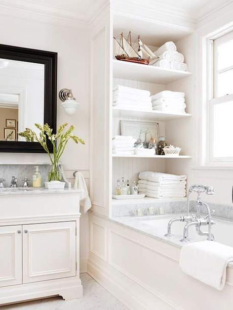 Superbe Small White Bathroom