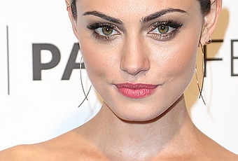 Makeup Of The Day Phoebe Tonkin With Gold Tone On Eyes