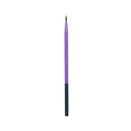 Real-Techniques-Fine-Liner-Brush-6-ideal-tool-use