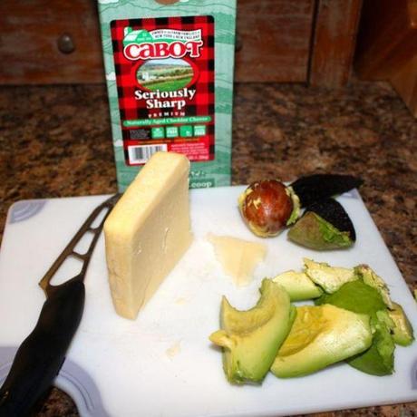 Grilled Cheddar, Turkey, and Avocado Sandwich - Paperblog