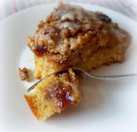 Glazed Peanut Butter and Jelly Crumb Cake - Paperblog