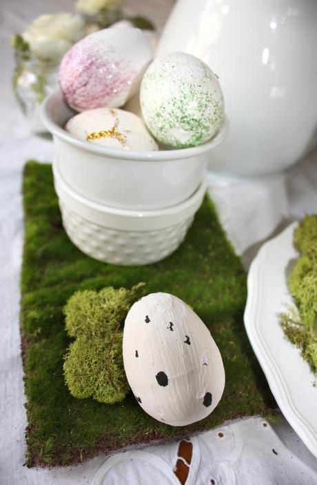 Golden egg hunt centerpiece paper