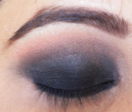 step by step black smokey eye