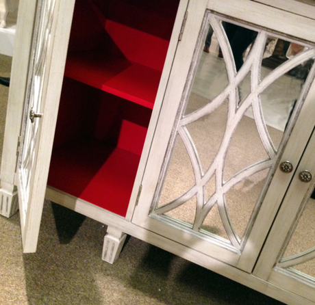 Mirror-console-with-red