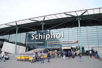 English: Amsterdam Schiphol Airport entrance