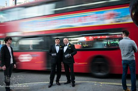 Clever Photo of Grooms in front of moving bus