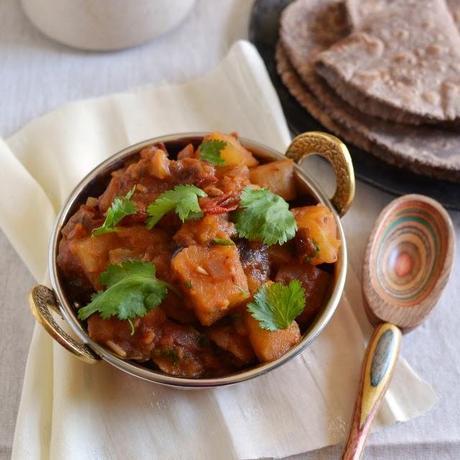 Uttarakhand -- Mandua ki Roti with Aloo-Tamatar ki Jhol