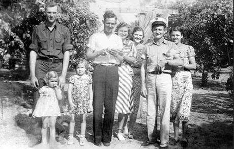 Pin by Eve Leitzsey on homelife   Vintage family photos