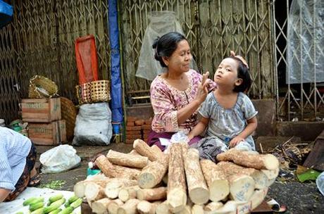 Thanaka-a-national-identity-of-Myanmar7 (1)