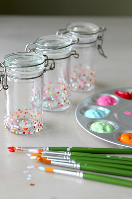 Update your Kitchen with Cuteness, DIY Spice Jar Technique . Inspiration from www.momdot.com
