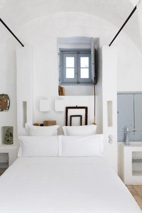 Built in bed and light blue gray windows on a white canvas. Photo by Romain Richard.