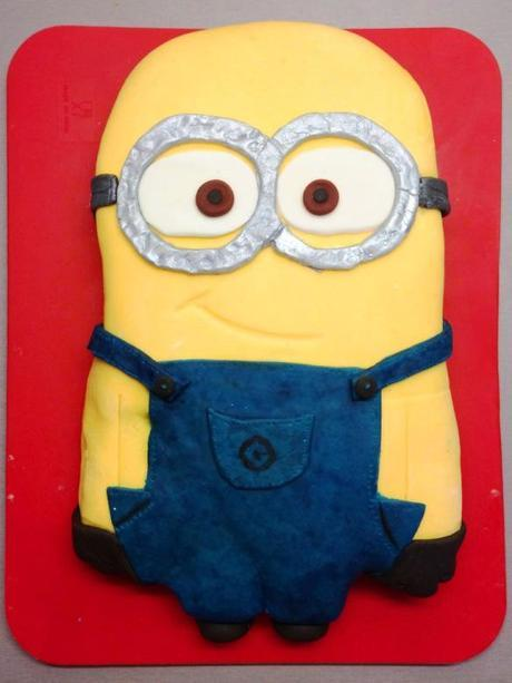 Groovy Despicable Me Minion Birthday Cake Paperblog Funny Birthday Cards Online Fluifree Goldxyz