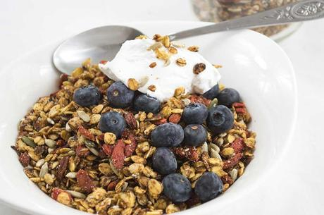 Hot Cross Bun Spiced Granola (#Vegan, #LowGL)