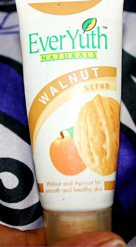 Everyuth Natural Walnut Facial Scrub Review
