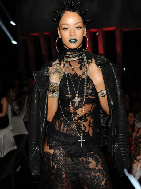 Rihanna Named Artist Of The Year AT iHeartRadio Awards & Pictures