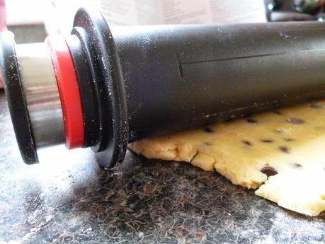 Review and Recipe - Heston Blumental Adjustable Rolling Pin bakes Chocolate Chip Shortbread
