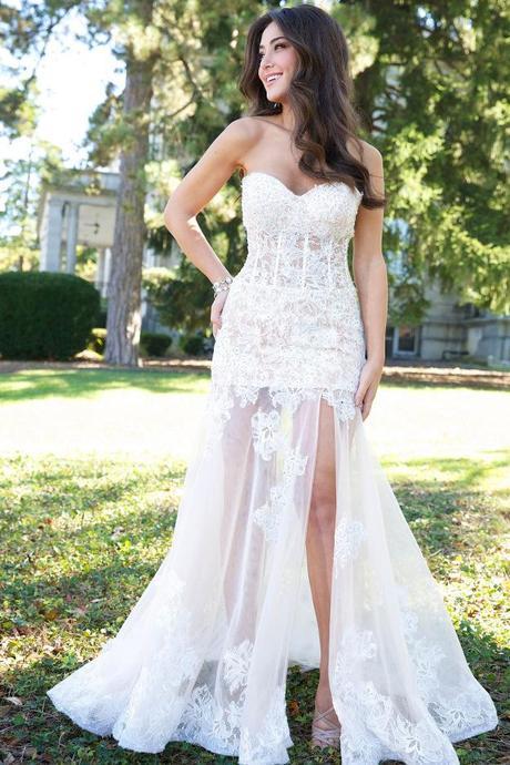 Wedding dresses to flatter skinny girls paperblog for Wedding dresses for vegas