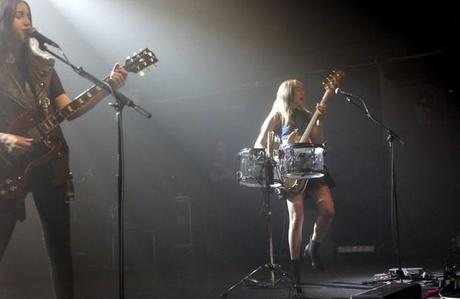 20140510HAIM WHP 3 620x403 HAIM PLAYED A SOLD OUT SHOW AT TERMINAL 5 [PHOTOS]