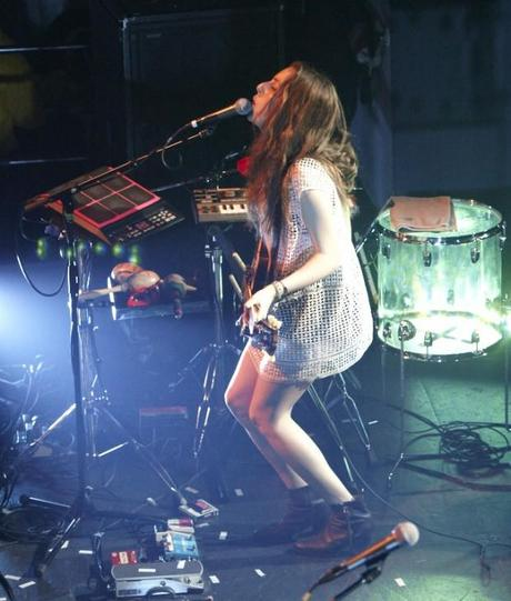 20140510HAIM WHP 16 620x730 HAIM PLAYED A SOLD OUT SHOW AT TERMINAL 5 [PHOTOS]