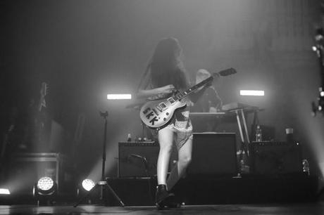 20140510HAIM WHP 11 620x413 HAIM PLAYED A SOLD OUT SHOW AT TERMINAL 5 [PHOTOS]