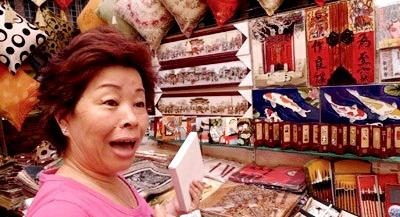 Haggling-In-Hong-Kong-Shopping