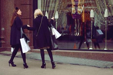 A Shoppers Guide to Shopping; The Do's and Don'ts