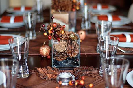 Decorating A Thanksgiving Table