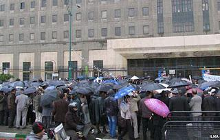 Hundreds of Workers Protested in Tabriz (Video); Green Movement Still Silence