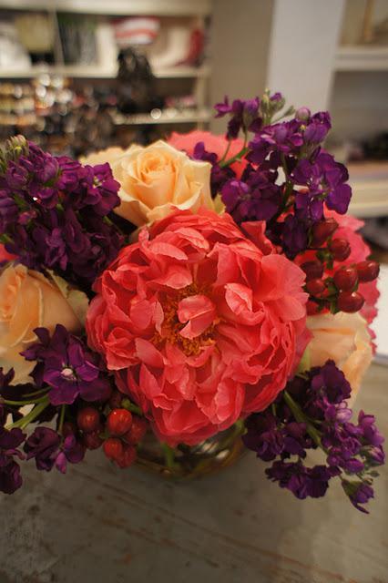 monday one love::a good floral arrangement