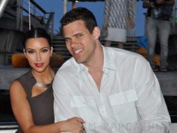 Kim-Kardashian-Bora-Bora-Boat-Ride-Family-Vacation-092211-3-491x326-1.jpg