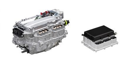 Left: PCU with silicon power semiconductors (current production model). Right: PCU with SiC power semiconductors (future Toyota's target)