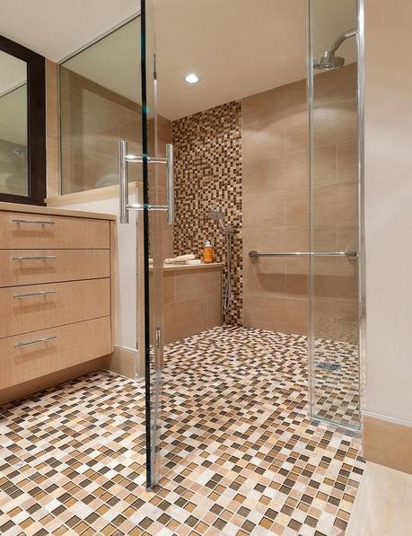 Curbless Shower with Glass Doors