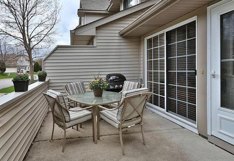 1049Lovell-patio3
