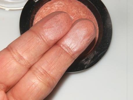 Makeup Revolution Baked Blush Make Love Instead Swatches