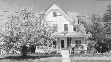 Listing our 113 year old victorian home paperblog for Our victorian house