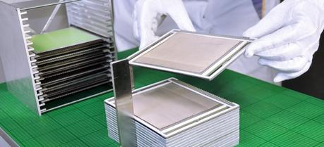 Production of the cell stacks at the Fraunhofer IKTS.