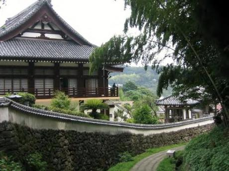 IMG 9120 教会と寺院が共存するまち,平戸 / Hirado, a combination of  Catholic Church and traditionally Japanese tiled roofs of the two temples