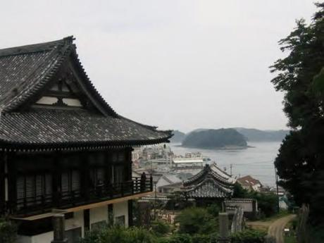 IMG 9119 教会と寺院が共存するまち,平戸 / Hirado, a combination of  Catholic Church and traditionally Japanese tiled roofs of the two temples