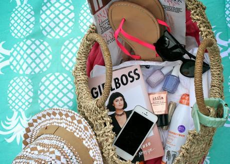 Anatomy Of The Perfect Beach Bag