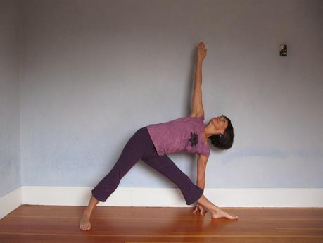 hyperextension of the knees and yoga  paperblog
