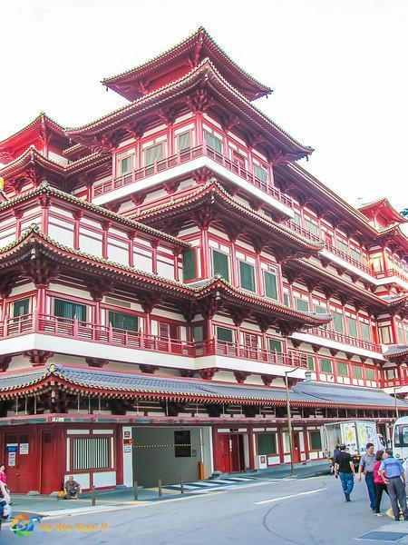 Singapore 0457 L Fantastic Singapore Architecture: Buddha Tooth Relic Temple