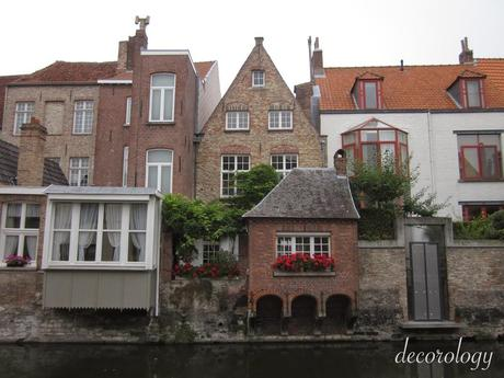 Adorable, picturesque Bruges: Continuing on with my summer 2010 backpacking trip