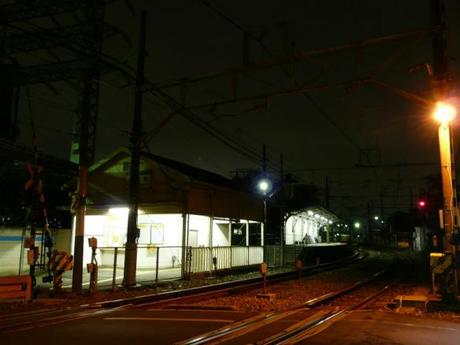 ffc39b85794b77a3b7b0c22f6967bc3a 深夜の鶴見線, 駅風景 / The Tsurumi Line at midnight